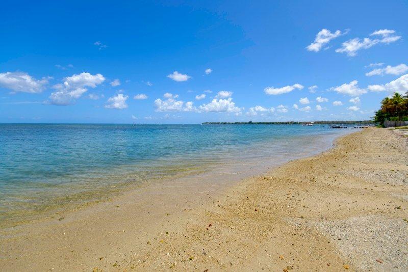 Villa Ambroise - direct access to the beach