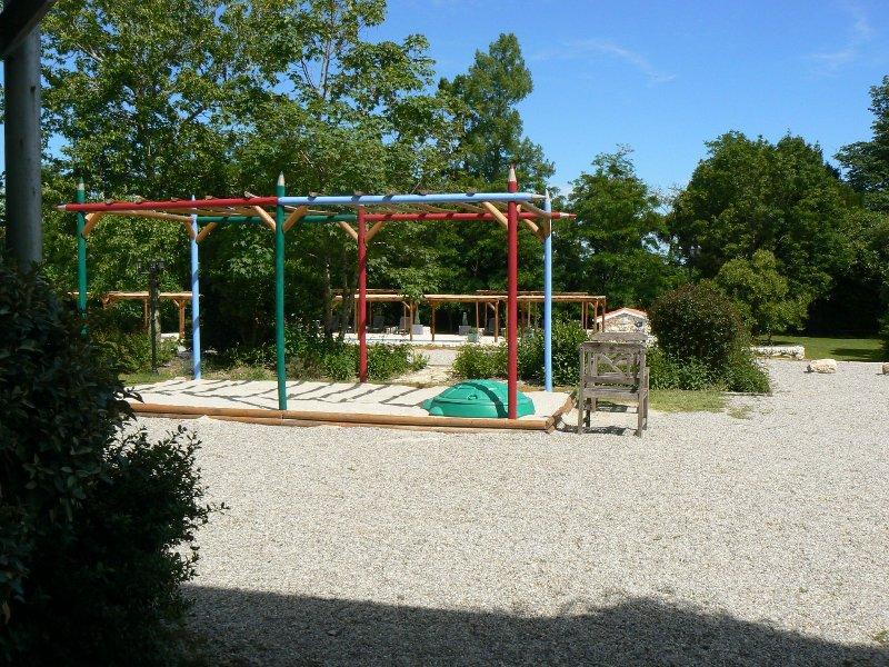 campetto di sabbia per bambini sulla terrazza superiore