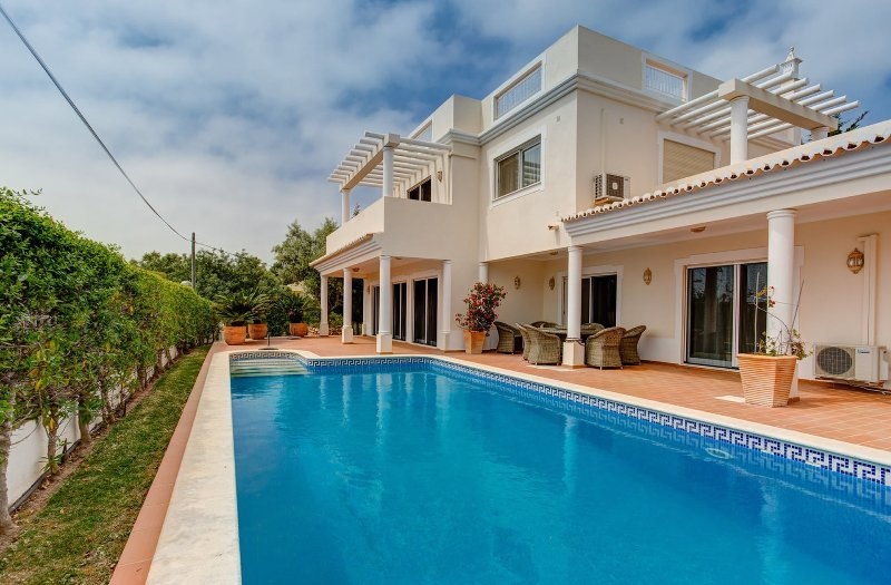 Luxury 4 bed villa with heated pool