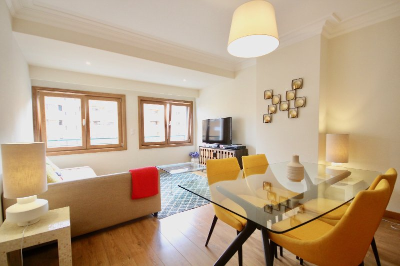 Sal Purple Apartment, Telheiras, Lisboa, casa vacanza a Amadora