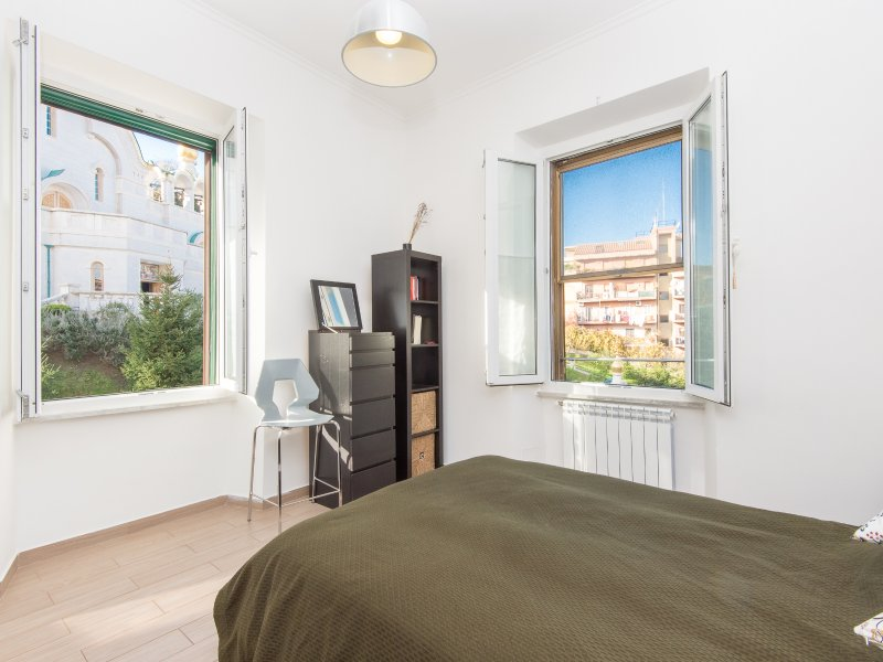 Double bedroom with view over St. Caterina church