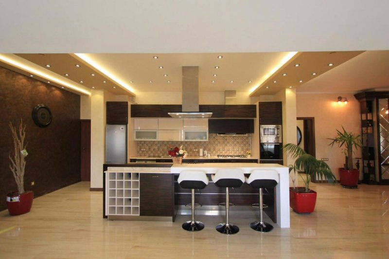 7 Balcony Luxury Penthouse, vacation rental in Garni