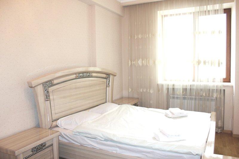 White Luxe apartment on Amiryan 4/6, casa vacanza a Parakar