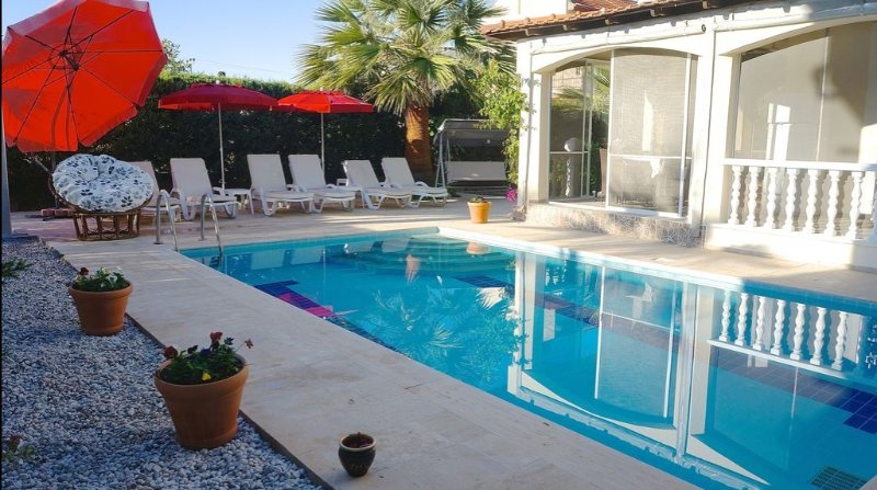 Private Villa in KocaCalis with Pool, Wifi & Sky TV, holiday rental in Yaniklar