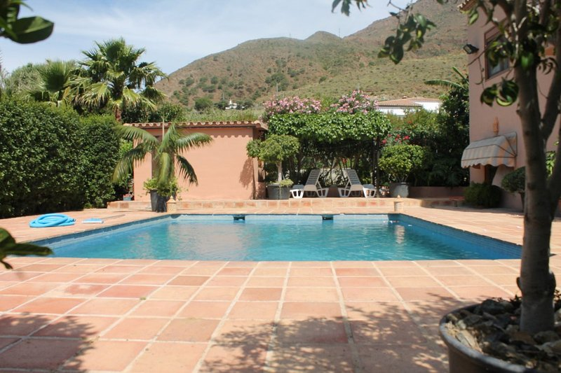 Wonderful country villa with pool near Estepona, location de vacances à Estepona