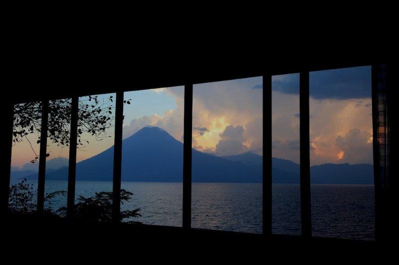 Un autre coucher de soleil de nos grandes fenêtres .. expérience unique