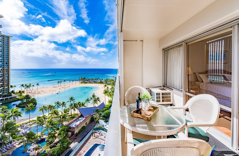 Ilikai Collection # 8. Gorgeous Beachfront Condo Great Value All Year !Sleeps 4., holiday rental in Honolulu
