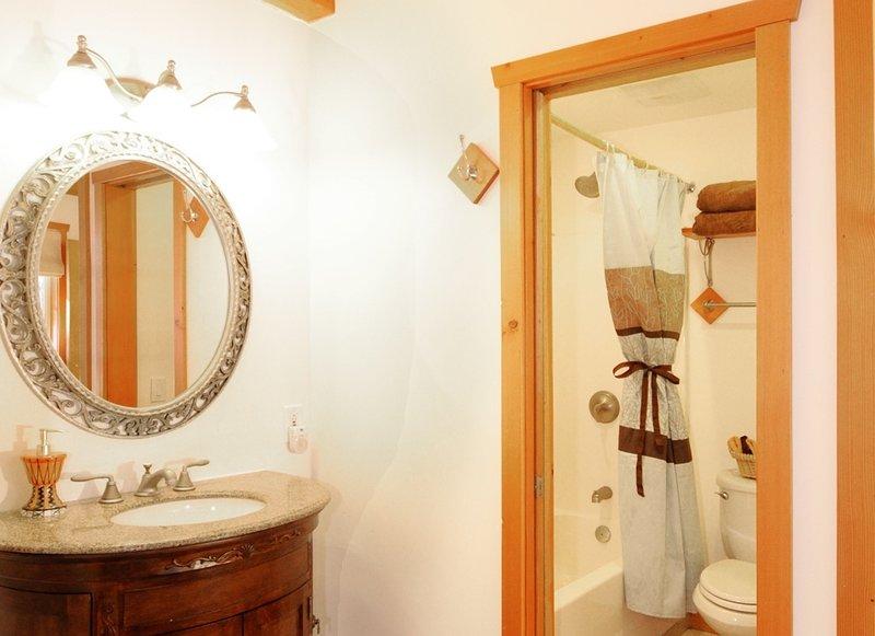 Coach Room - Full Bath