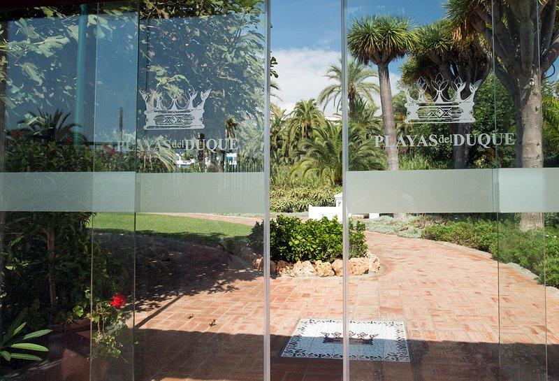 Acesso em Marina Puerto Banus, Ocean Club também para a praia e tábua de caminhada do nosso portão do jardim