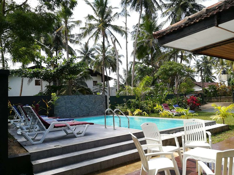 JayaVilla 4BR Holiday Villa with Pool, casa vacanza a Hikkaduwa