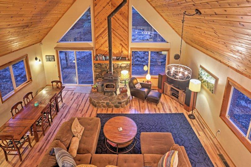 Verlieben Sie sich in den Luxus von Lake Tahoe in diesem Ferienhaus zu Hause.