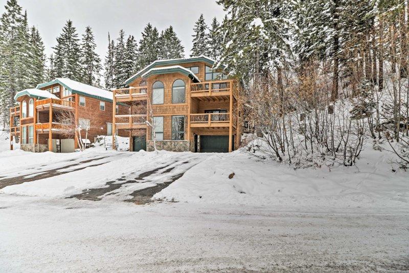 Esta casa se encuentra a sólo 12 minutos en coche de la animada localidad de montaña de pescado blanco.