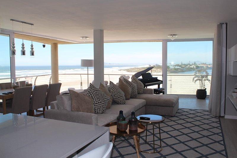 SUPERB OCEAN AND BEACH VIEWS., holiday rental in Milnerton