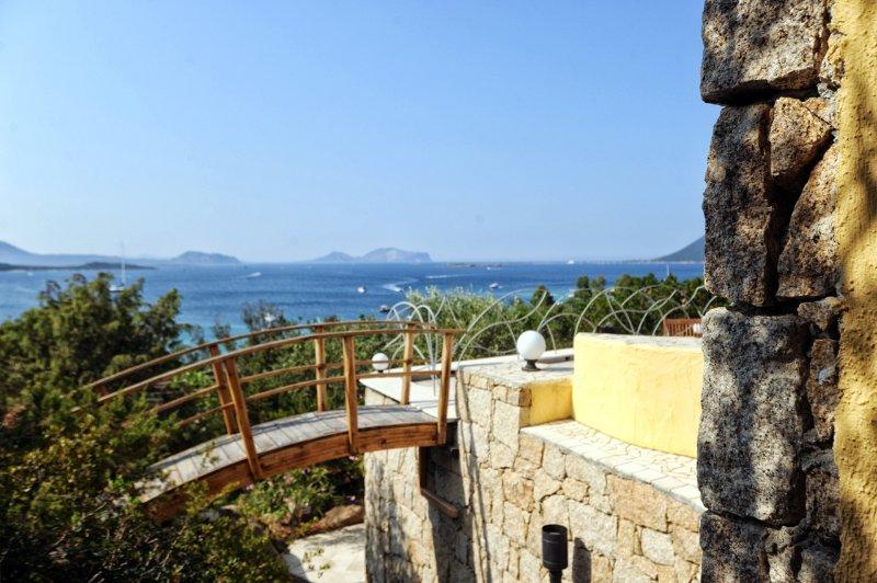 Villa Ciprea, Splendida Villa ad un passo dal mare con piscina privata, holiday rental in Monte Petrosu