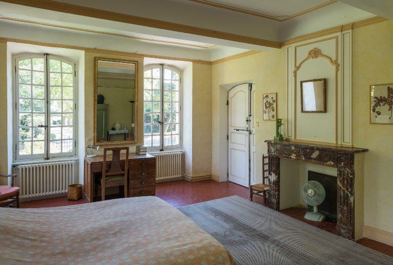 En-suite slaapkamer 1 -1ste vloer-: tweepersoonsbed