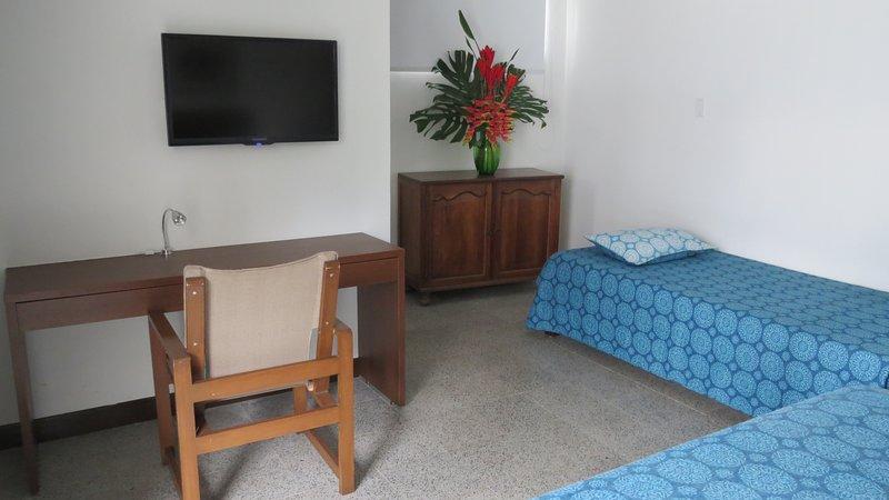 Hotel Del Oeste B&B Cali, vacation rental in Pichinde