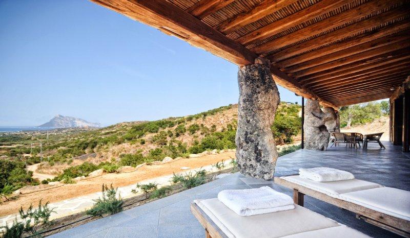 Stazzu gallurese finemente ristrutturato, un luogo di pace e tranquillità, location de vacances à Vaccileddi