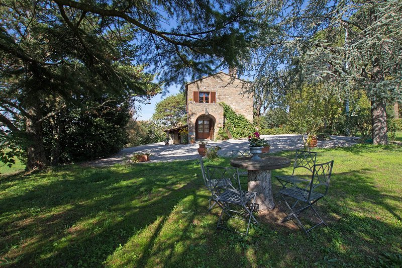 Amelia, nice private cottage only 1.5 km to Cortona. 5+1 persons in 3 bedrooms!, holiday rental in Cortona