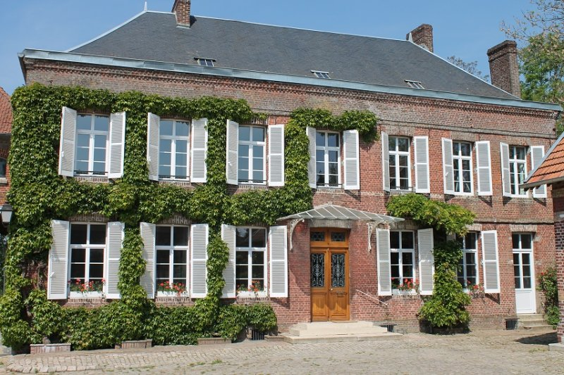 Beautiful mansion in Picardy, alquiler vacacional en Saint-Quentin City