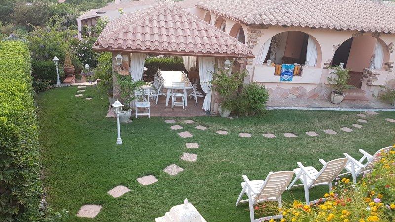 splendida villa Pintra a 50 m dalla spiaggia di genn' e mari, holiday rental in Torre delle Stelle