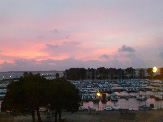 APT en bord de lac,face au port,près de l'ocan, holiday rental in Hourtin-Plage