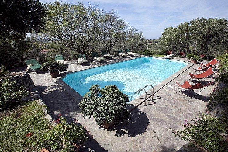 La Caduta Villa Sleeps 28 with Pool Air Con and WiFi - 5487591, holiday rental in Campiglia Marittima