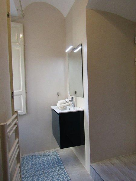 Angolo lavabo bagno privato camera matrimoniale