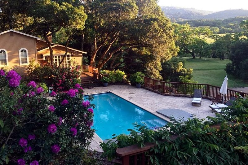 Peaceful Wine Country Vineyard Cottage with Pool & Hot Tub, vacation rental in Kenwood