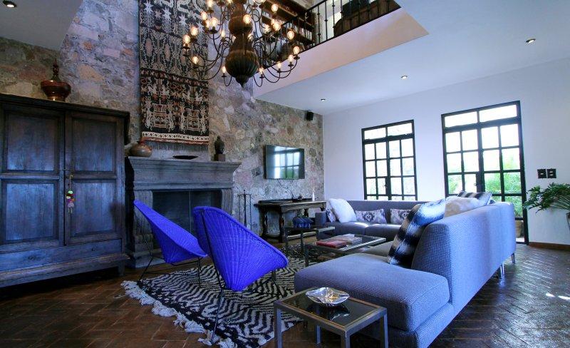 2 Histoire Living Room