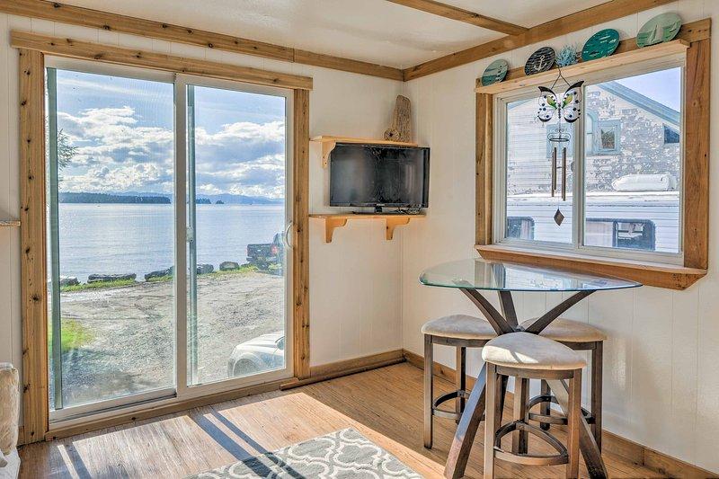 Oceanside Ketchikan Cottage: Hike, Fish & Kayak!, aluguéis de temporada em Ward Cove