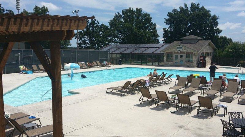 Las piscinas de interior / exterior Kiddie piscina, duchas, Bañera de hidromasaje y bar / asador
