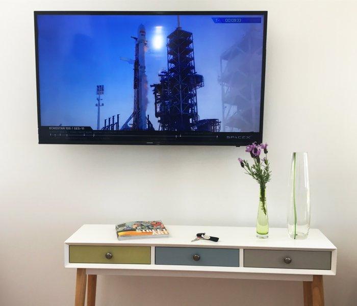 GRATIS alta velocidad Wi-Fi y SmartTV.