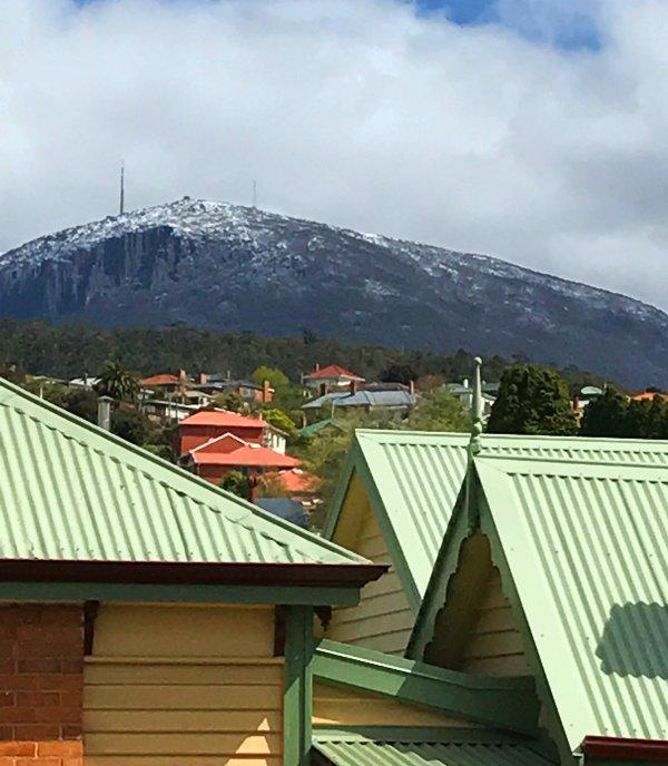 vistas a la montaña y un cómodo paseo para el histórico muelle de Hobart y Mercados Salamanca.