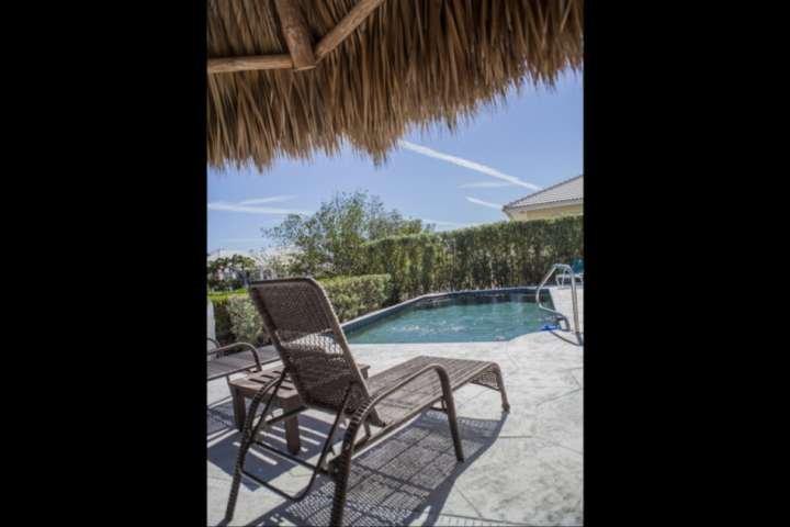 Geniet van de prachtige Florida Keys weer op uw tropische zonnedek, of een duik nemen in het zwembad.