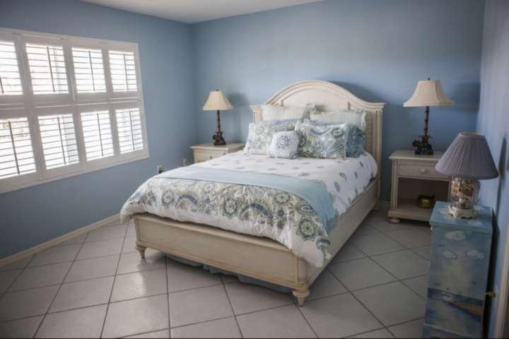 Mooi natuurlijk licht in de 2e slaapkamer, compleet met plus beddengoed en een full size matras.