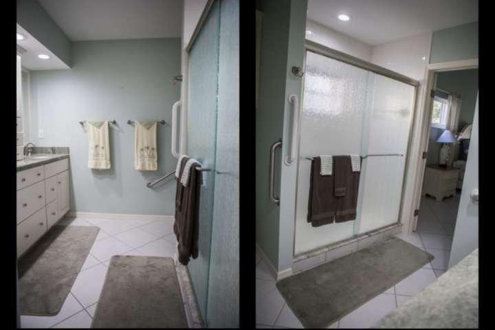 Compleet in suite slaapkamer met een stand up douche.