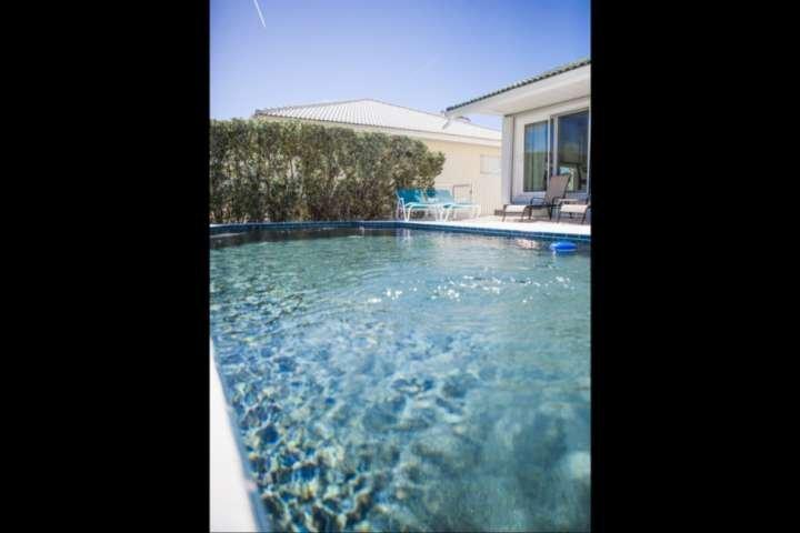 Prive verwarmd zwembad. Tegen betaling kunt u gebruik maken van zwembad verwarming (75 $ / week of $ 250 / maand).