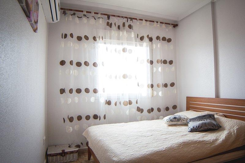 buen apartamento en Punta Prima, holiday rental in Punta Prima