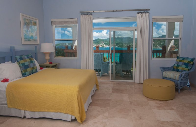Bedroom 3 on the 1st floor features a king size bed or twin beds and ensuite with double vanity