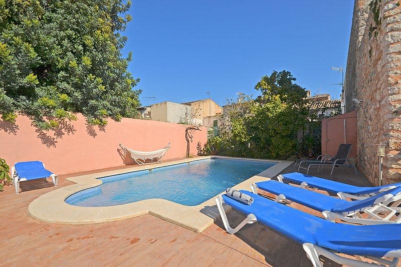 Casa de pueblo con piscina privada., aluguéis de temporada em Binissalem