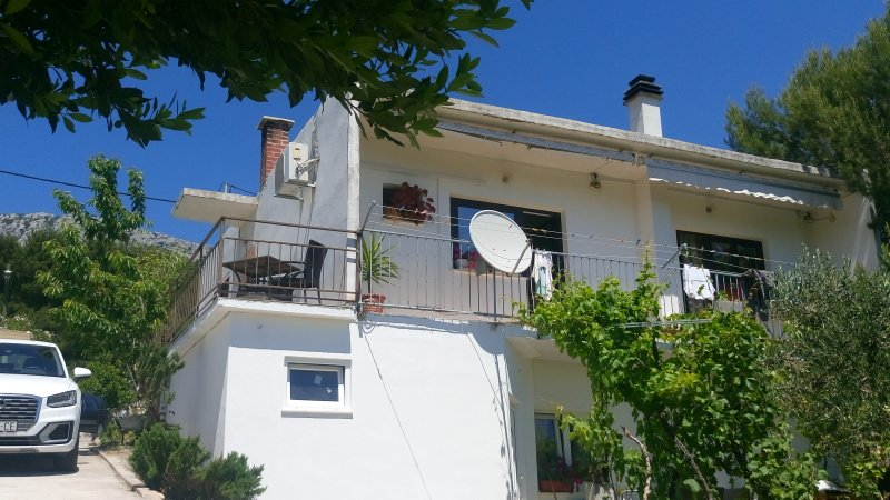 House with a unique view of the sea and the islands in a quite position, location de vacances à Kastel Sucurac