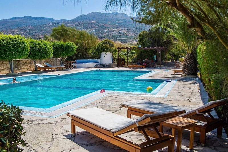 Sitia Oceanides Apartments by the pool
