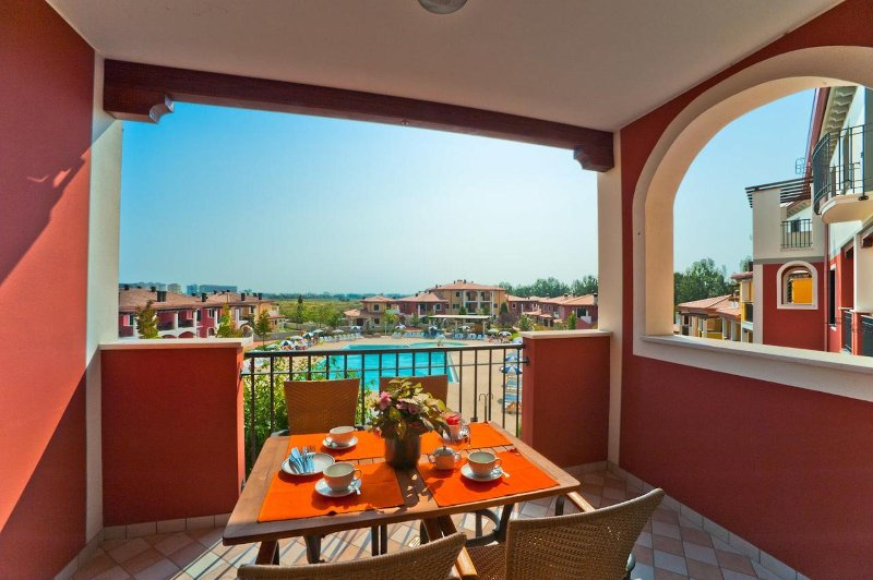 Apartment in Resort near Venice - Ideal for families - Pools and Playground, holiday rental in Caorle