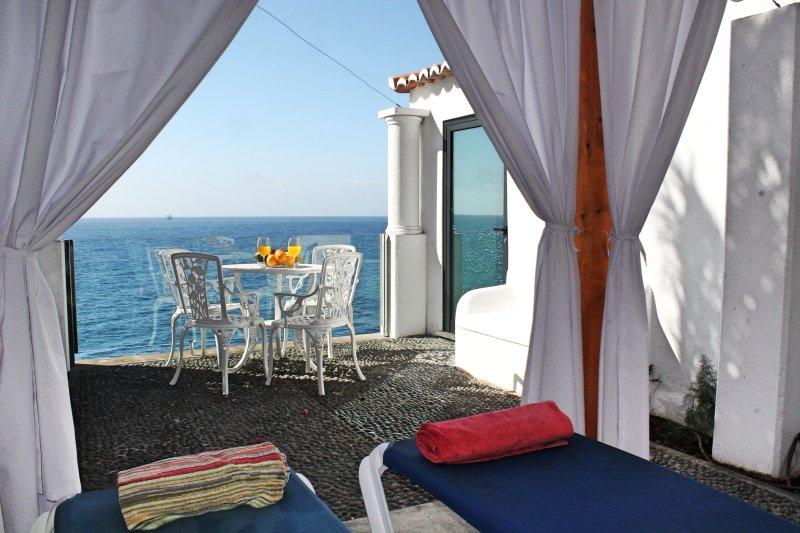 Beachfront cottage in sunny Calheta – the ideal hideaway | Cottage do Mar, vacation rental in Arco da Calheta