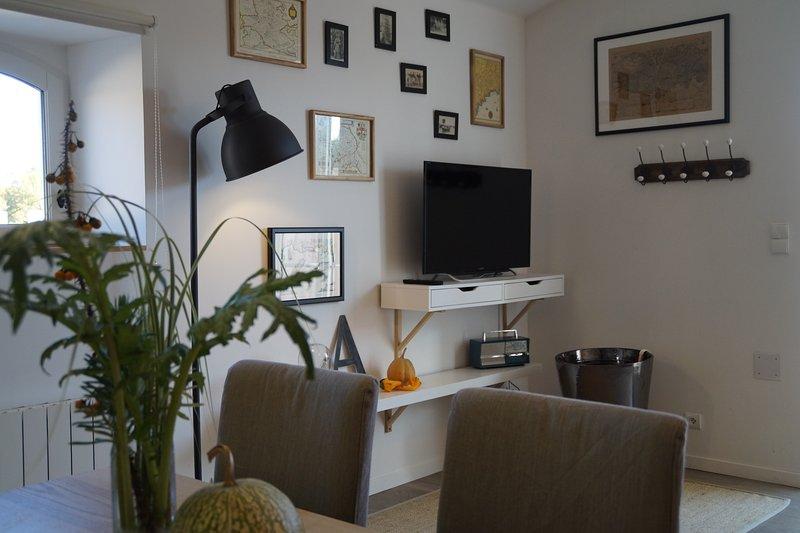 Gîte 76m² avec jardin paysagé, WIFI, parking., vacation rental in Etauliers