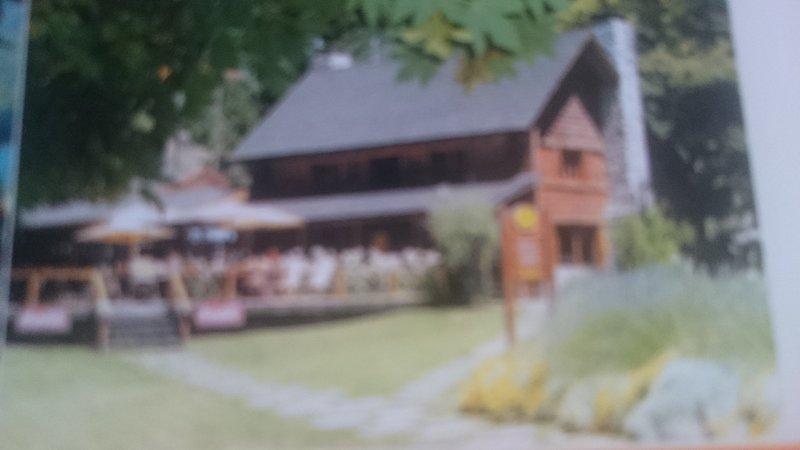 Beautiful cottage for 4 passenger Nahuel Huapi lakeview, alquiler de vacaciones en Villa La Angostura