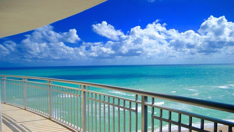 Grande frente al mar balcones completos! Verdaderamente uno de una especie !!!