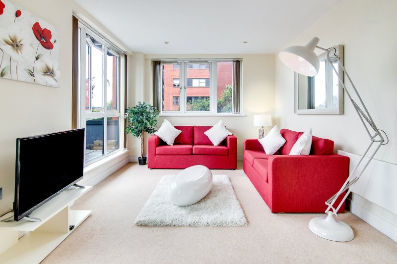 Luxury Two Bed Apartment With Roof Terrace, Ferienwohnung in Birmingham