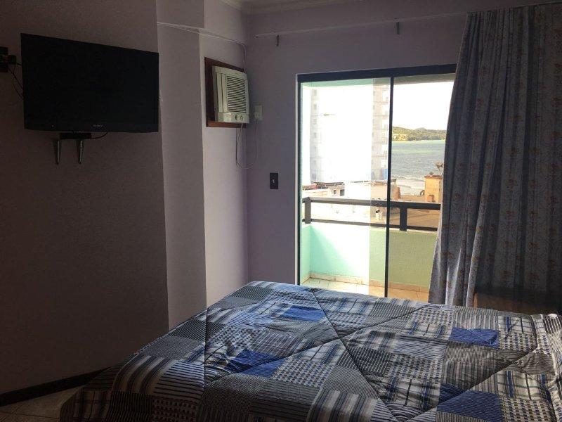 balcón privado y TV, armario planificada