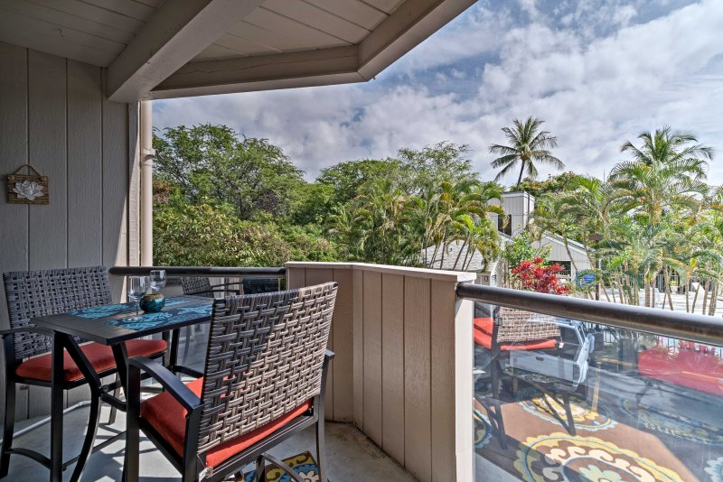 Breng 's avonds kijken dromerige Hawaiian zonsondergangen op je eigen balkon.